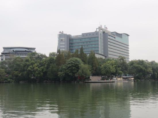 Lijiang Waterfall Hotel: hotel from across the lake