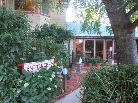 Lurline House: Main entry