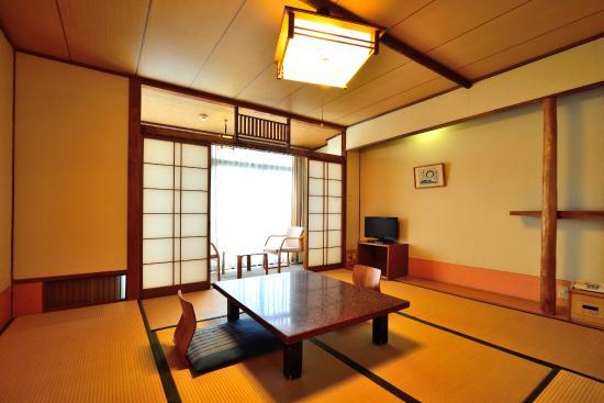Inasayama Kanko Hotel: 本館和室(8畳)