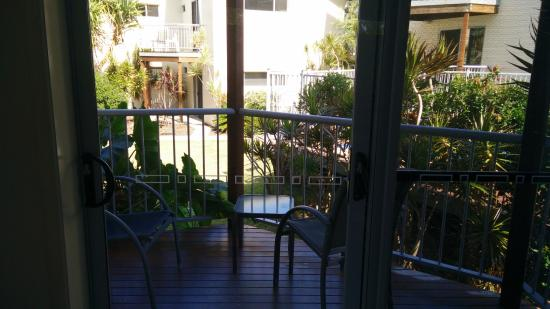 Emu Park, Australia: Balcony with view on the pool and inner yard