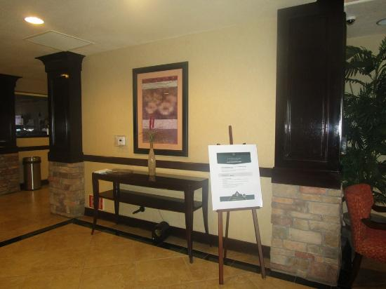 Holiday Inn Express Hotel & Suites Lincoln: lobby