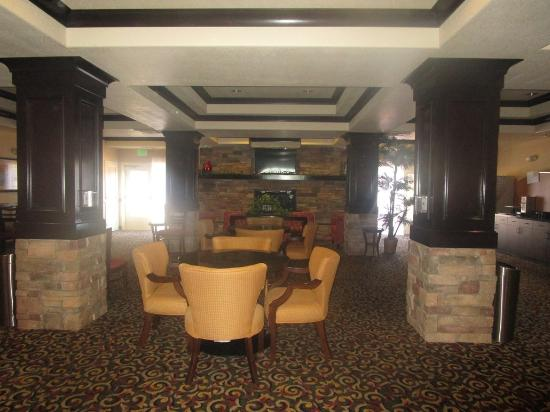 Holiday Inn Express Hotel & Suites Lincoln: dining area