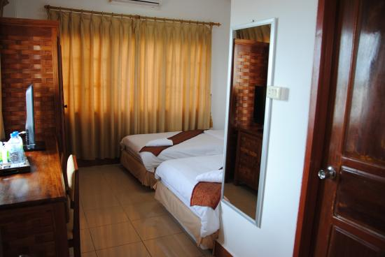 Nalinthone Guesthouse: Twin Beds
