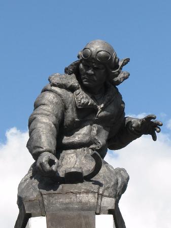 Karaganda, كازاخستان: Памятник Н. Абдирову