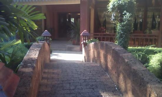 Apsara Angkor Resort & Conference: little bridge for ambiance