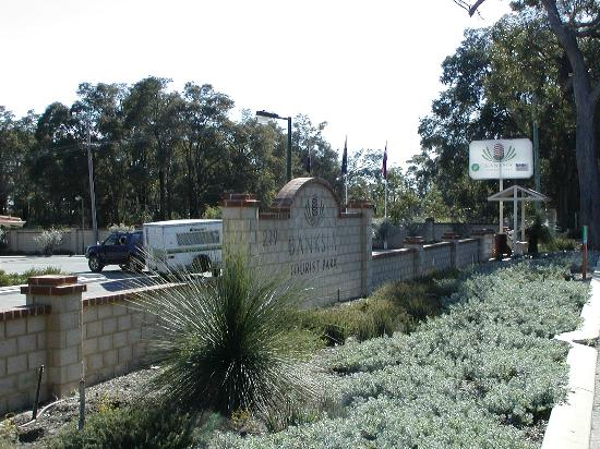 Banksia Tourist Park: Entry from Midland Road