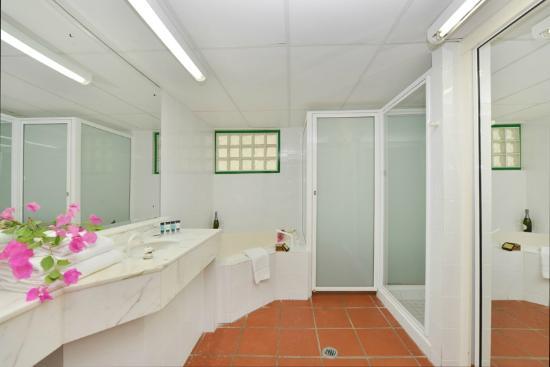 Club Tropical Resort : Bathroom