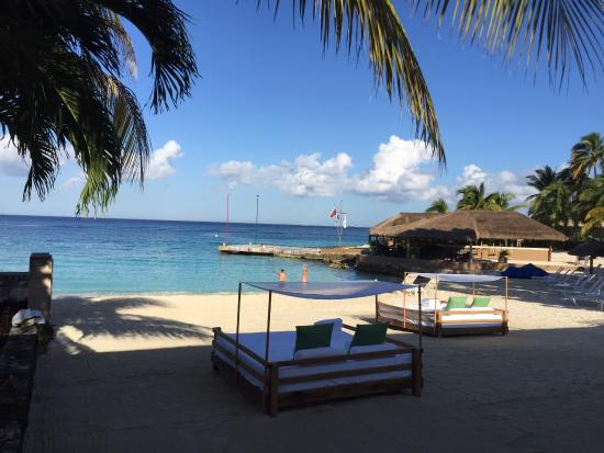 Presidente Inter-Continental Cozumel Resort & Spa: Private bay with beach-beds