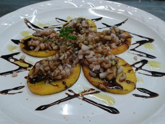 New Especias: Calamari su bruschetta di polenta