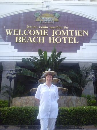 Welcome Jomtien Beach Hotel: Возле отеля