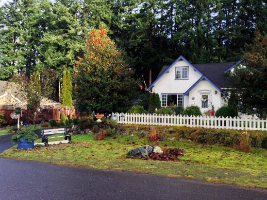 Charm of Qualicum: View from the road