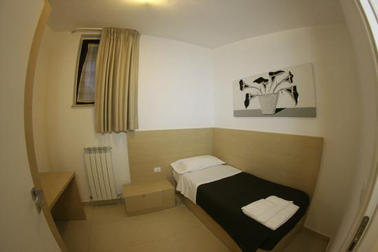 Bilocale con camera matrimoniale - Picture of San Michele Apartments ...