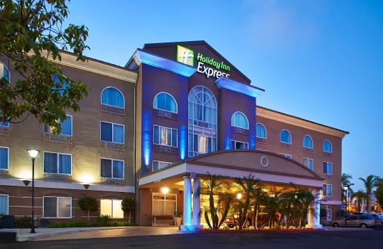 Holiday Inn Express San Diego-Sorrento Valley: Our Sorrento Valley hotel features interior corridors.