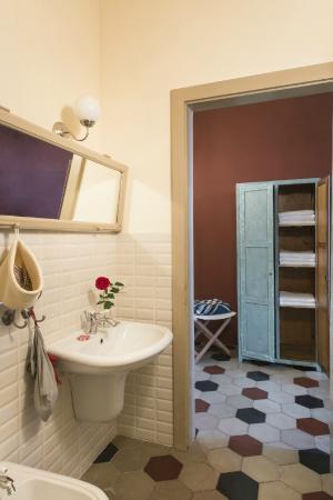 The History & Letters Room bathroom / Bagno della Camera Storia e ...