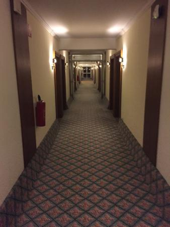 Leonardo Hotel Heidelberg-Walldorf: Couloir plutôt d'un autre âge