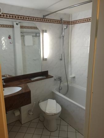 Leonardo Hotel Heidelberg-Walldorf: Salle de bain