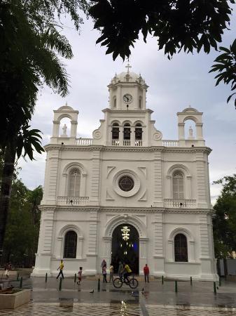 Parque Simon bolivar: Catedral San Jeronimo