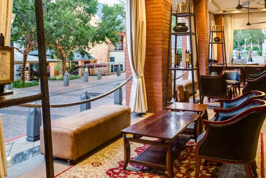 African Pride Melrose Arch Hotel: Colonial verandah