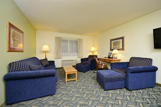 Red Wing, MN: King Leisure Guest Room