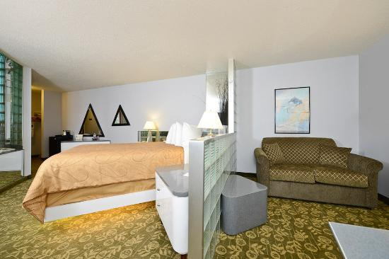 Red Wing, MN: Pyramid Whirlpool Room