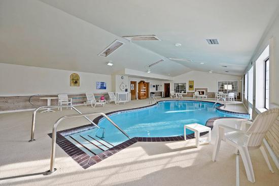Red Wing, MN: Indoor/Outdoor Swim Thru Pool