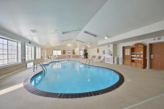 Red Wing, MN: Indoor/Outdoor Swim Thru Pool