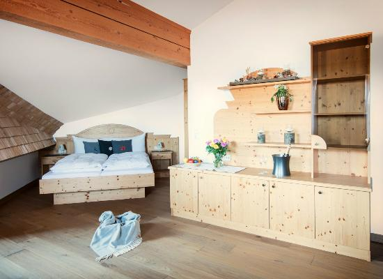 West Alp Westendorf: Appartement Wohn Schlafzimmer