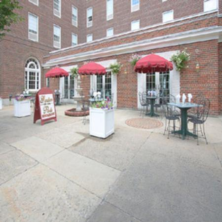 Glens Falls, estado de Nueva York: Garden On The Park Restaurant