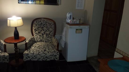Kapsche Hoop Gastehuis: Honor Bar, Coffee, and Tea in room