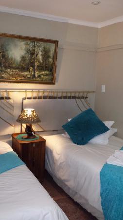 Kapsche Hoop Gastehuis: Beautifully decorated bedroom with two double beds