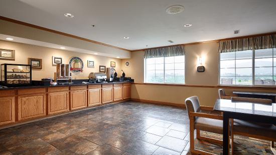 BEST WESTERN PLUS Cooperstown Inn & Suites: Breakfast Area