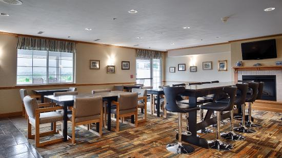BEST WESTERN Cooperstown Inn & Suites: Breakfast Seating