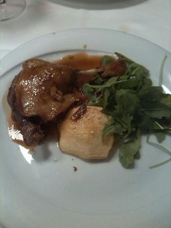 confit de pato (un segundo plato del menú)