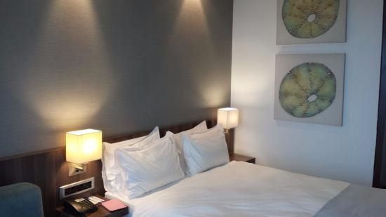 Umhlanga Rocks, Sydafrika: Bedroom (crisp and clean sheets and duvet)