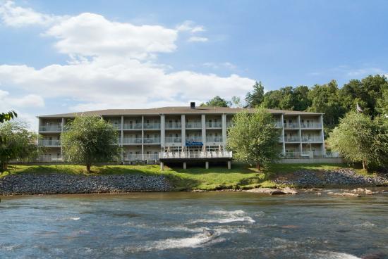 Photo of BEST WESTERN PLUS River Escape Inn & Suites Dillsboro