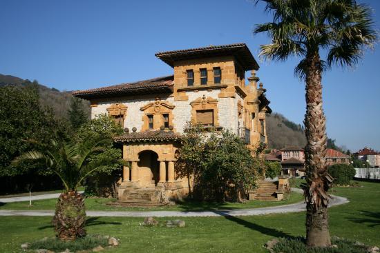 Casona de Indianos Finca Villa María Cangas de Onís
