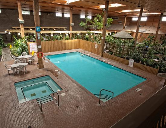 Indoor pool hot tub picture of best western rainbow for Best western pool