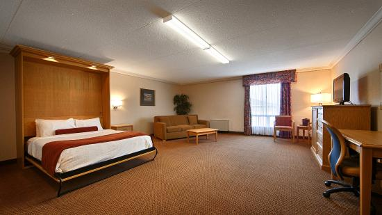 Best Western Plus Cobourg Inn & Convention Centre: Suite Room