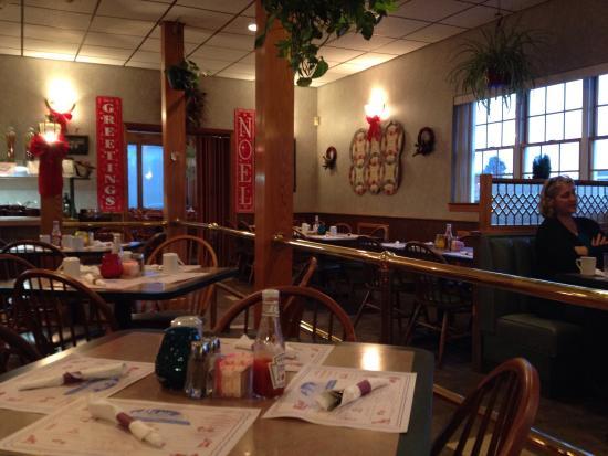 Blue Mountain Family Restaurant : Dining area