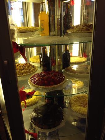 Blue Mountain Family Restaurant : Dessert display