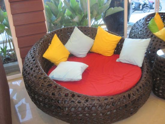 Golden Sea Pattaya Hotel: Холл