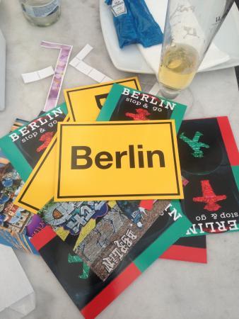 Juncker's Hotel Garni: Накупили открыток и пришли в отель подписывать!