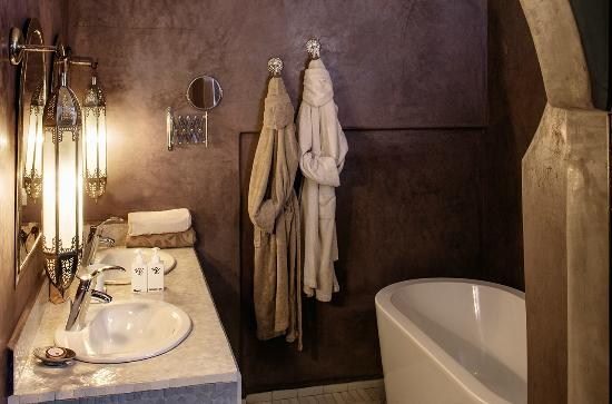 Riad Kheirredine: Suite Bathroom