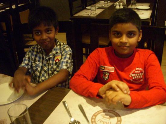 Hotel Shaans: @ their restaurant