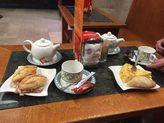 Hostal Carrales: завтрак