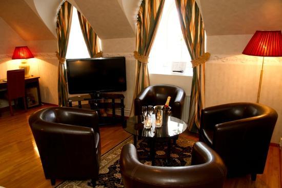 Hotel Statt Katrineholm: VIP room with jacuzzi