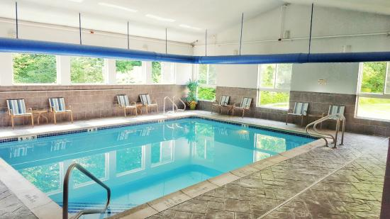 BEST WESTERN PLUS New England Inn & Suites: Indoor Swimming Pool