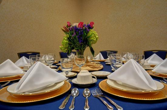Best Western Plus Waynesboro Inn & Suites Conference Center: Grand Ballroom Table Setting