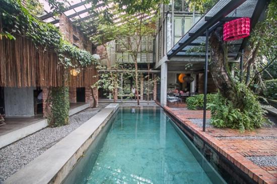 Sekeping Tenggiri : 屋內泳池