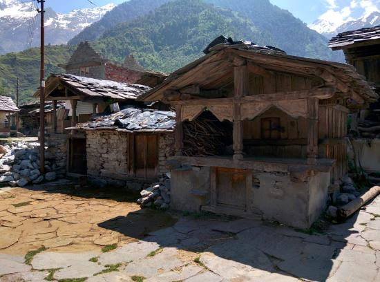 Garhwal, India: Surrounding courtyard